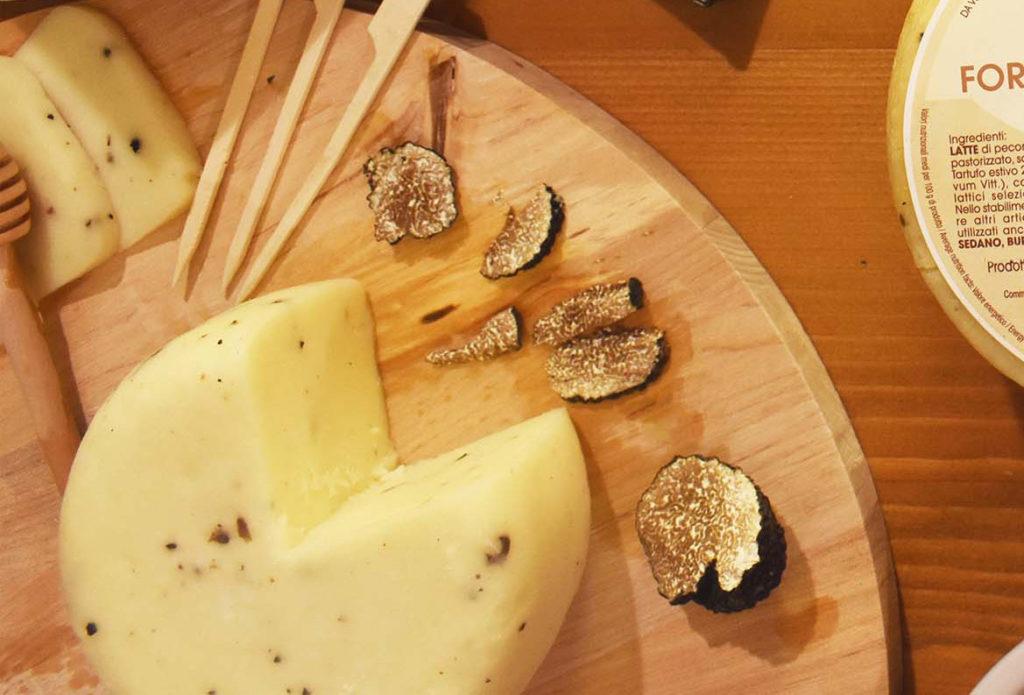 formaggio pecorino al tartufo
