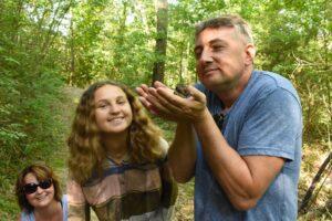 escavazione tartufi in bosco 2